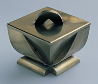 Box with lid, 1919, sheet brass, H. 6 cm, designed for Artěl, marked: Artěl Praha, produced by Antonín Štolba